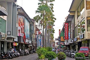 kuta-bali-main-street