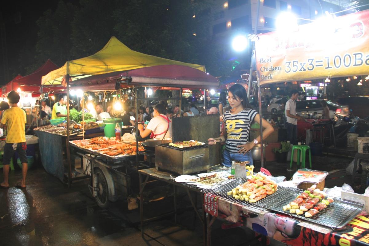 """Vegan/Vegetarisches Essen auf den Strassenmärkten von Patong Beach """"Night Market"""" in Phuket"""