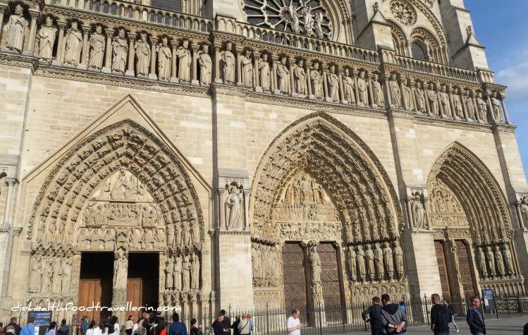 Notre Dame Tueren aussen
