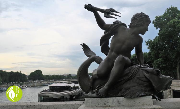 Paris Sehenswuerdigkeit Pont Alexandre III Statue an der Bruecke