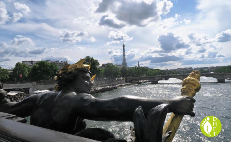 Paris Sehenswuerdigkeit Pont Alexandre und die Nymphen